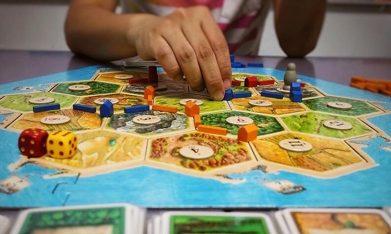 los-5-juegos-de-mesa-de-2020-catan-tablero-cartas-familia